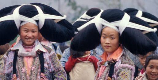 10. MIAO des ravines. Jeunes filles au marché2