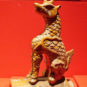 斗牛 Figures et animaux ornementaux sur les tuiles du pavillon de l'Harmonie suprême - Dou Niu (animal hybride capable de prévenir des calamités)
