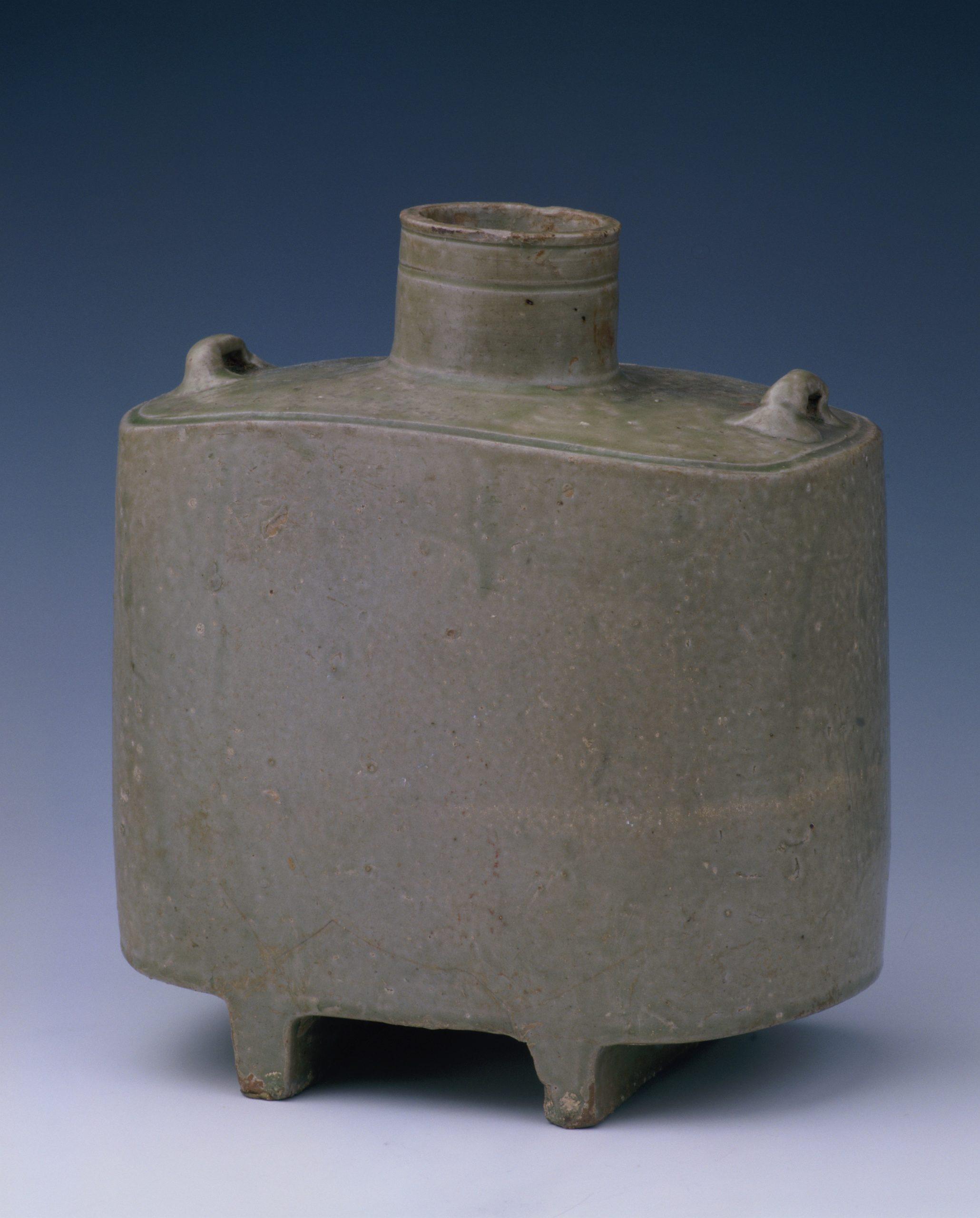 14.瓷扁壶 Gourde à panse plate hu 壶 en porcelaine