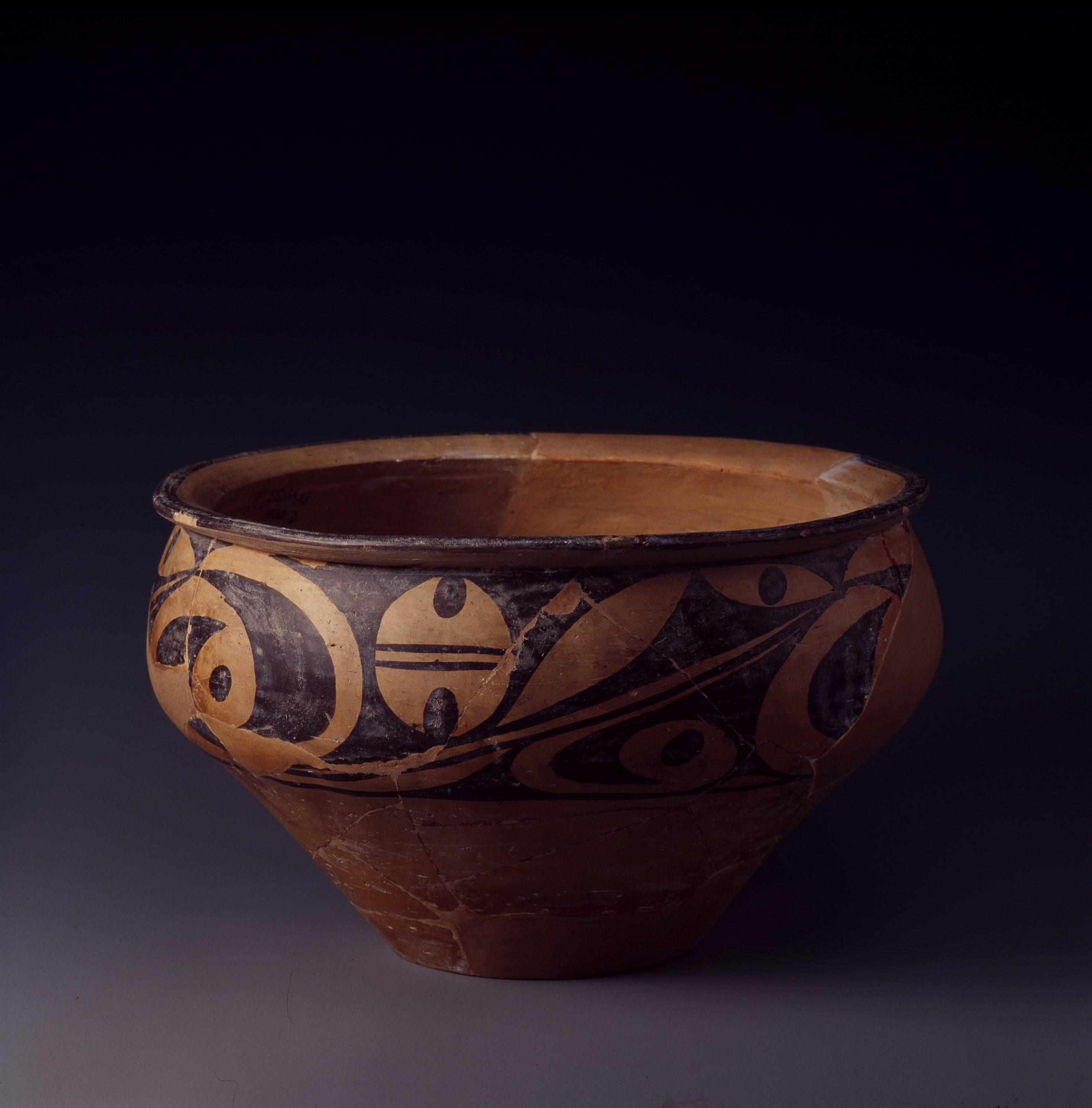 5.彩陶盆 Bassin pen 盆 en poterie peinte à décor polychrome