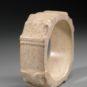 1.龙首纹玉镯2 Bracelet au motif de tête de dragon en jade
