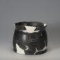 2.陶刻纹宽把杯2 Coupe bei 杯 à motif gravé en poterie, munie d'une anse large