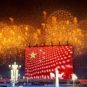 红旗映礼花 天安门广场-杨元惺 Feu d'artifice au-dessus du drapeau géant ©️Yang Yuanxing (Place Tian'anmen, Pékin)