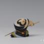 28 九纹龙史进 徐存才、过伟琦 20世纪90年代 4×12×6cm 彩塑 中国美术馆藏 « Shi Jing-Le Tatoué de neuf dragons » Xu Cuncai, Guo Weiqi, années 1990, 4 x 12 x 6 cm, sculpture polychrome, collection du Musée d'art national de Chine