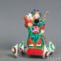 5 车张仙 李惠喻、王婷婷等 1985年 6×7×9cm 彩塑 中国美术馆藏 « Chariot Immortel Zhang » Li Huiyu, Wang Tingting et al., 1985, 6 x 7 x 9 cm, sculpture polychrome, collection du Musée d'art national de Chine