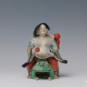 7 刘海戏金蟾 王锡康 20世纪50年代 18×18×21cm 彩塑 中国美术馆藏 « Liu Hai joue avec le Crapaud de l'or » Wang Xikang, années 1950, 18 x 18 x 21 cm, sculpture polychrome, collection du Musée d'art national de Chine